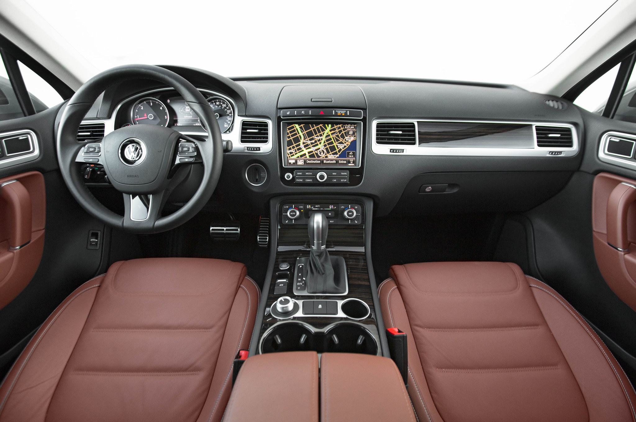 2015-Volkswagen-Touareg-TDI-inteiror